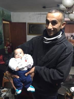 Nedal Abu al-Qi'an holds his daughter, one-month-old Jowan Abu al-Qi'an. (Photo: Mersiha Gadzo)